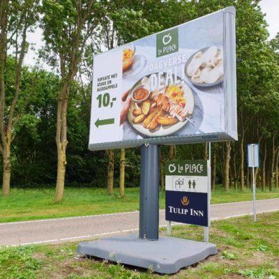 uniform outdoor signing trotter.eu mobile billboard