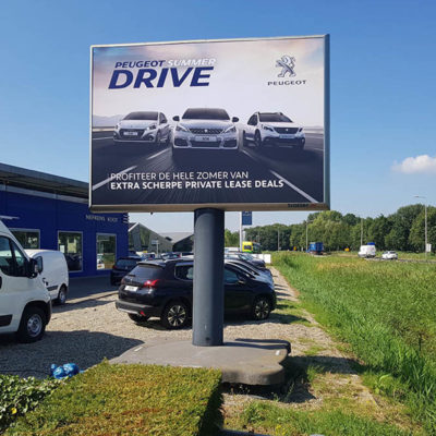 outdoor advertising campaign peugeot trotter.eu