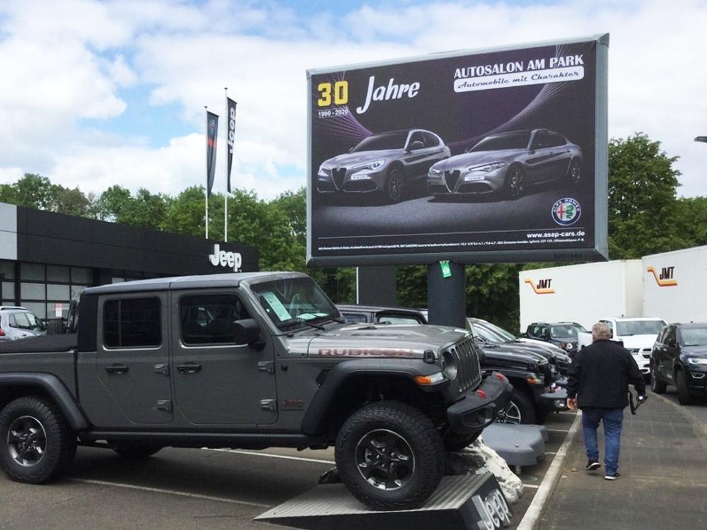 Autosalon am Park 20 jahre kampagne deutchland trotter billboard aussenwerbung 3 1000x750