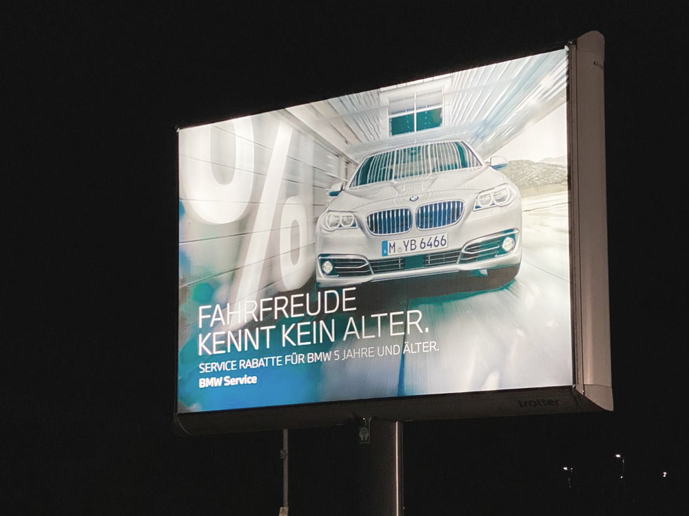 automotive Kampagne BMW Auto Becker Klausmann Trotter aussenwerbung beleuchtet