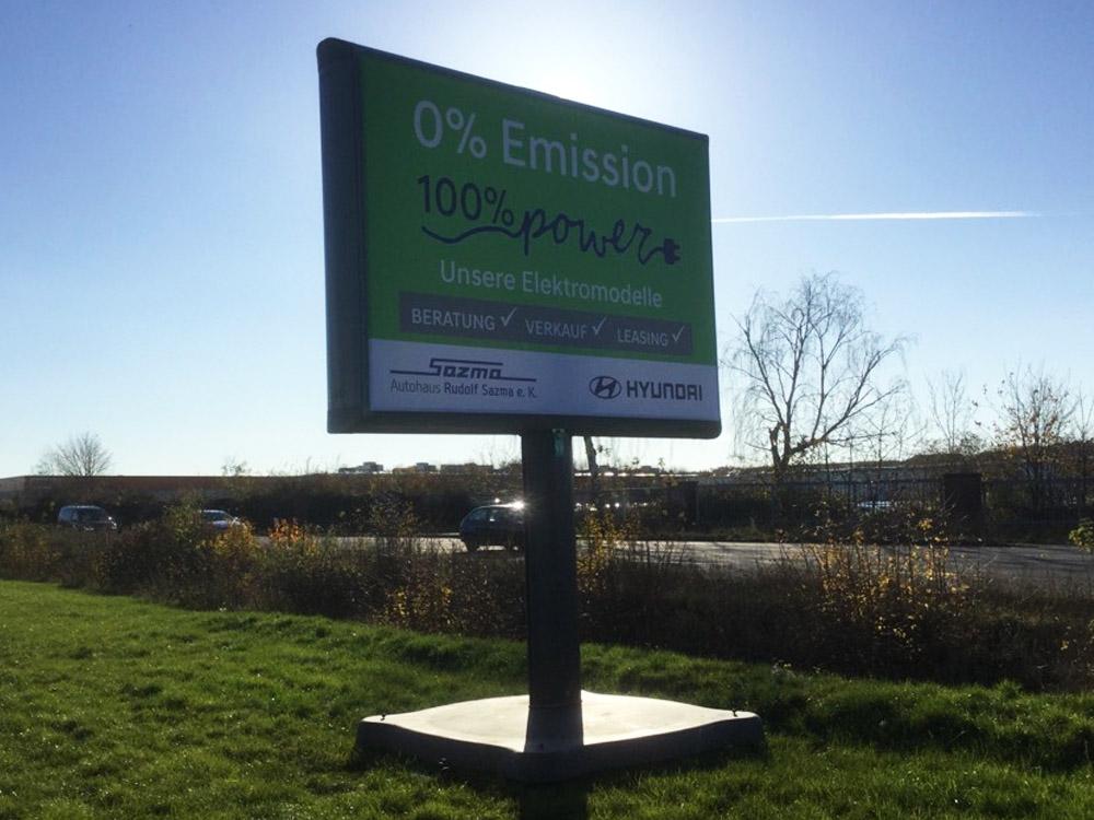 Kampagne autohaus sazma zero emission trotter aussenwerbung werbeflache 1000x750